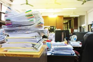 Liela kaudze biroja dokumentu